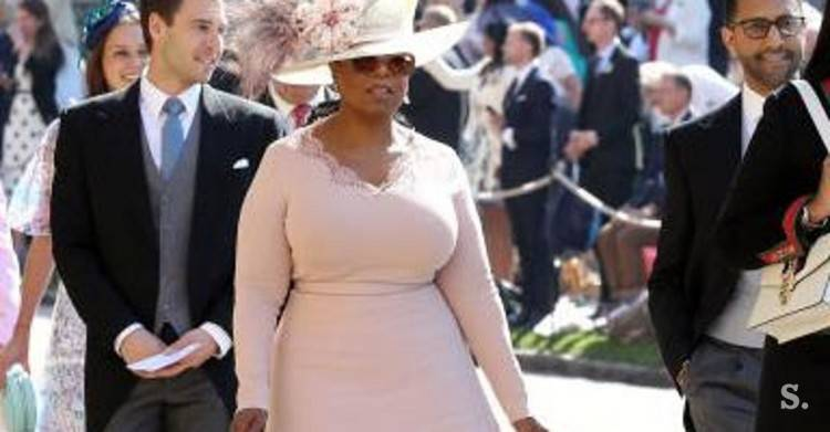 Oprah arrived at the Royal Wedding in a dress by Stella McCartney, a bag by  Gabriela Hearst, Aquazurra pumps and a hat by Philip Treacy