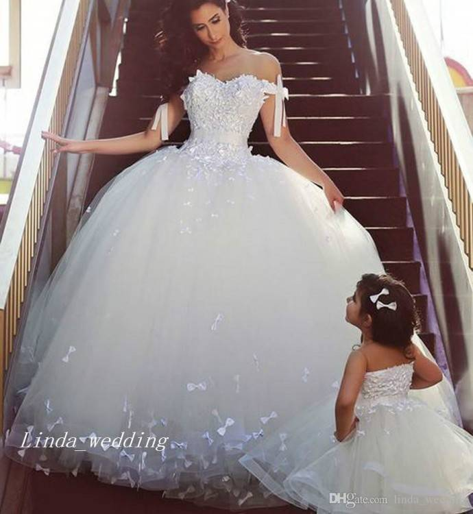 beautiful tulle ball gown chapel train lace up sweetheart sleeveless wedding  Dress WDWD2856