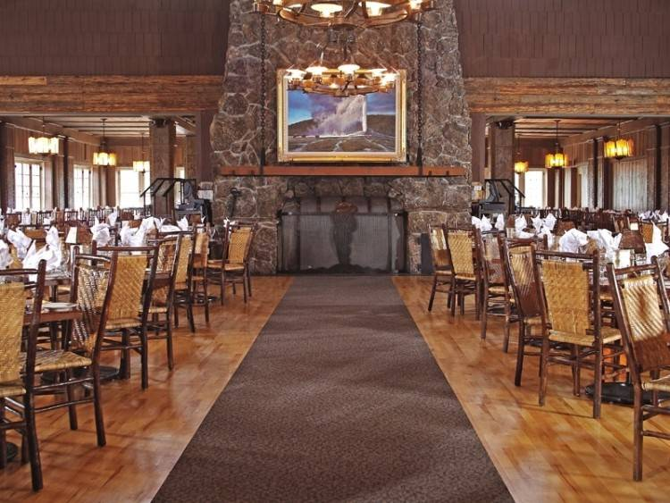 lake yellowstone hotel dining room