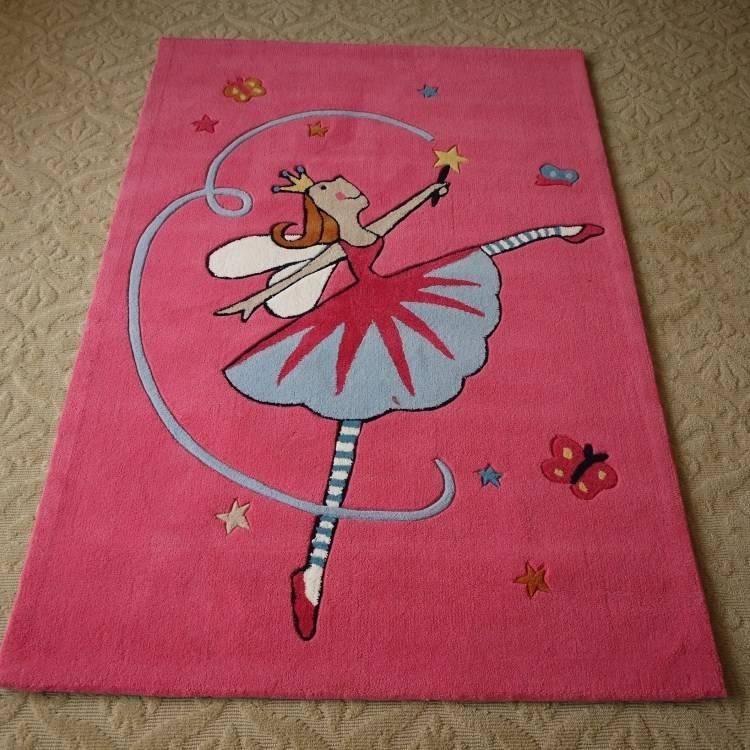 baby nursery floor idea with floral area rug on wood floor