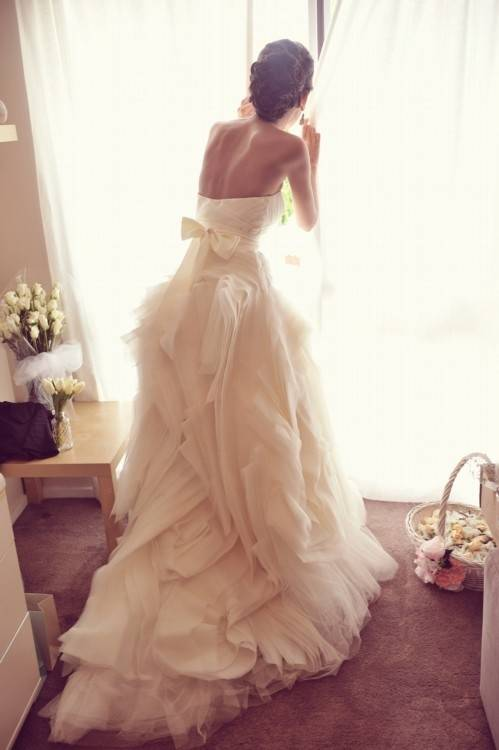 Vera Wang Diana: buy this dress for a fraction of the salon price on  PreOwnedWeddingDresses