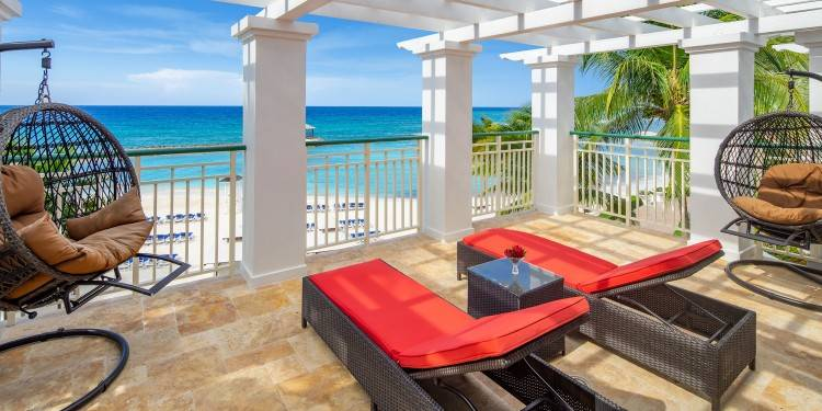so as well as our top 10 luxury hotels in the Caribbean, we've included  a list of many other awesome luxury hotels we think you should check out,  too