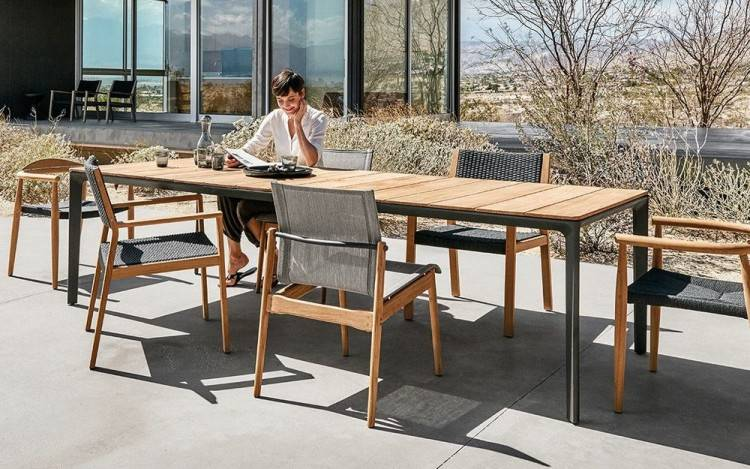 This modern outdoor furniture set is the perfect complement to Post Modern  architecture