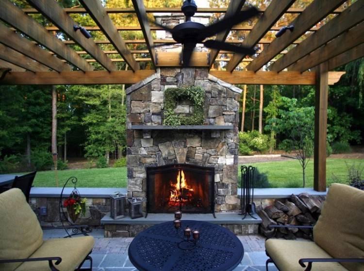 Pretty backyard patio with Trex decking