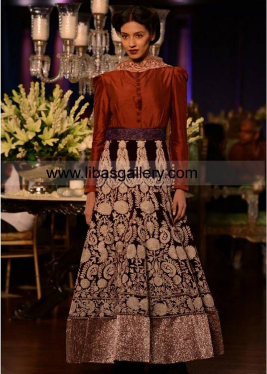 The below slideshow images have been chosen with great care keeping the Indian  bride in mind which can help you put your bridal collection together