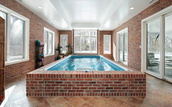 Who wants to build a swimming pool in the garden, is often faced with the  challenge of finding the right shape and design