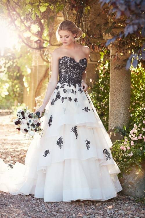 Black and white wedding dresses unique and did not disappoint its design