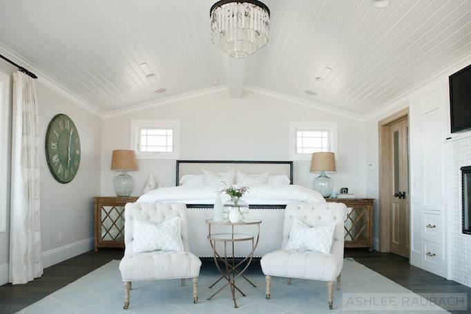 The white  walls makes this space feel bright and airy