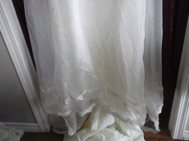 US  1 of 9Only 1 available Exquisite Vintage Wedding Gown in Keepsake Pak Box
