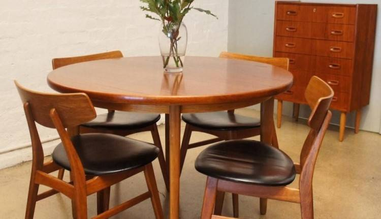 Larchmont extension table dining set