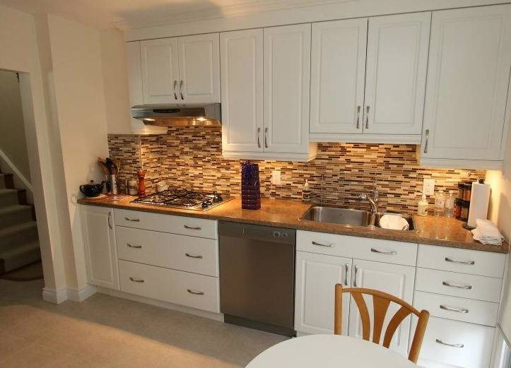 Pebble stone kitchen backsplash pattern