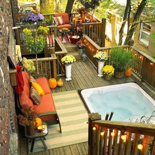 Screen Porch, Hot Tub